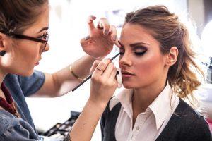 La mejor formación si quieres ser maquillador profesional